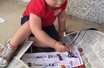Rasgando jornal
