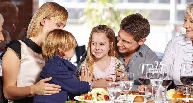 Como entreter as crianças na mesa do restaurante 11