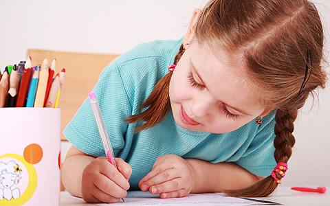 menina-escrevendo